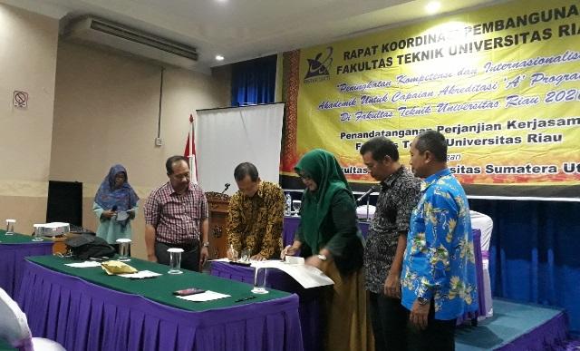 Acara penandatanganan MoA antara Dekan FTUNRI dengan Dekan FT-USU